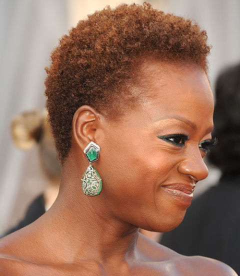 NATURAL SHORT BLOWOUT HAIRSTYLE FOR BLACK WOMEN