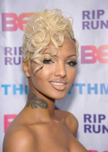 PIN CURLS BLONDE HAIRSTYLE FOR BLACK WOMEN