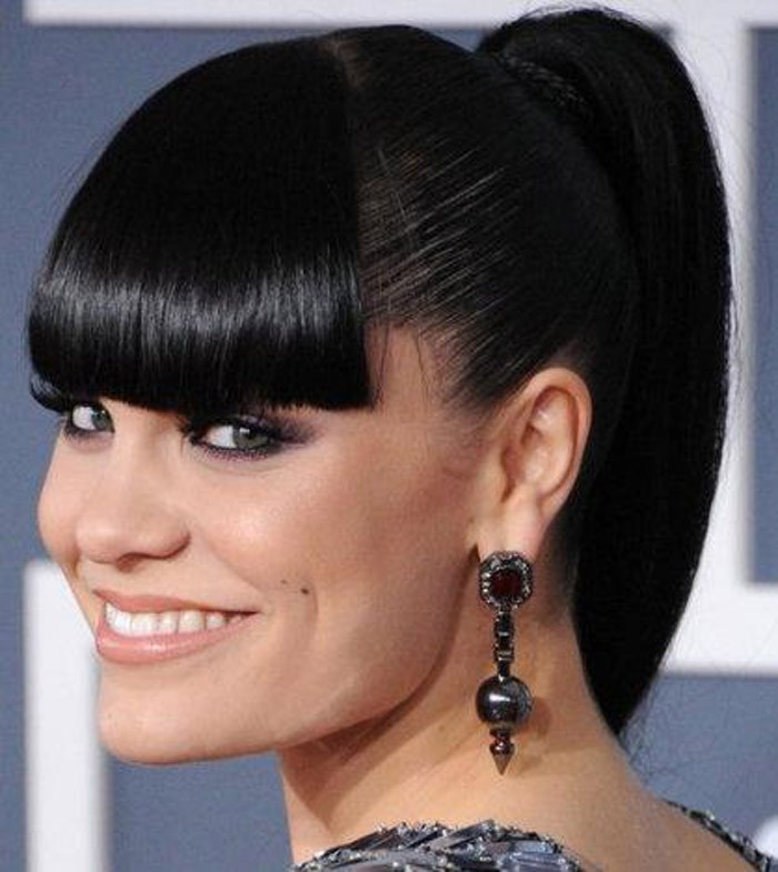 BEST MEDIUM HAIRSTYLE WITH PONY AND BANG BLACK WOMEN