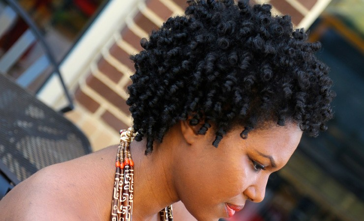 BEST SHORT CURLY HAIRSTYLE FOR WOMEN ABOVE 30'S