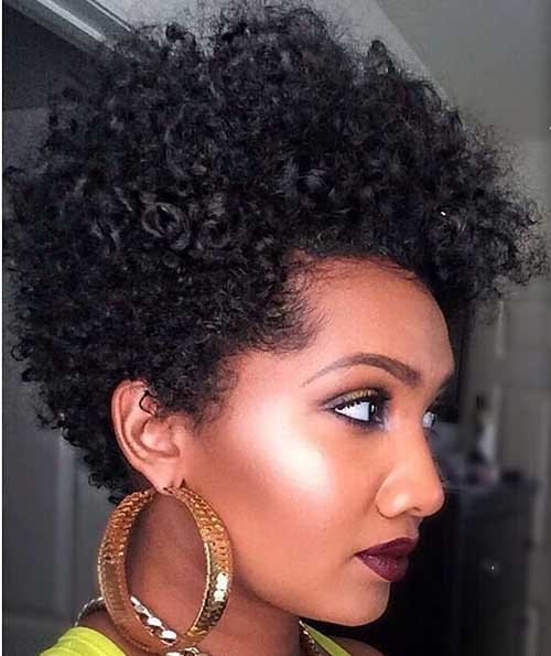 BEST SHORT CURLY HAIRSTYLE ROUND FACE BLACK WOMEN
