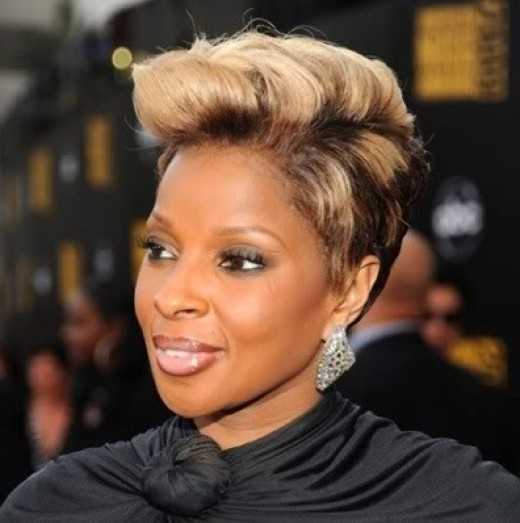 Exciting Two Way Color Wavy haircut African American