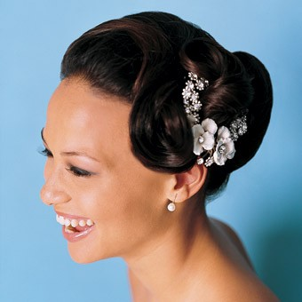 Head turning short wedding hairstyle long face African American