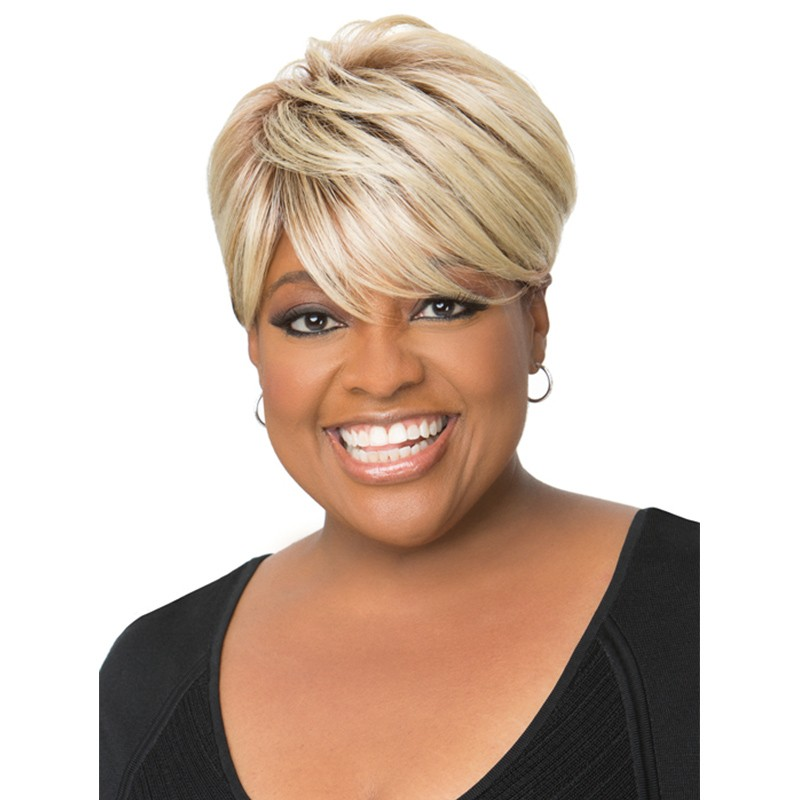 Trendiest short blonde haircut African American at 40