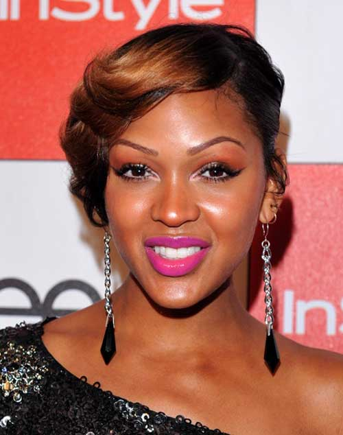 Short wavy haircut with brown highlights African American