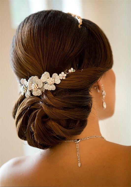 interesting-wedding-colored-hair-with-tiara-at-back