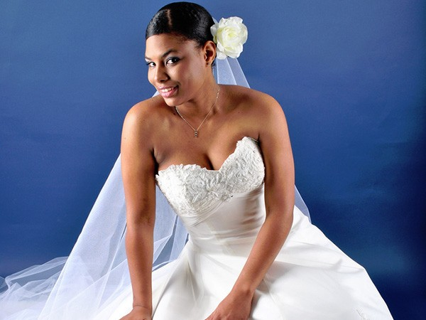 top-wedding-relaxed-up-do-black-women