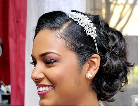 head-turning-short-wedding-hairstyles-black-women-wavy