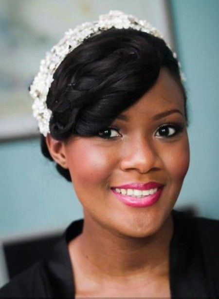 head-turning-wedding-hairstyle-black-wavy-fixed-with-pins