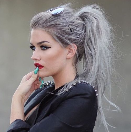 Best natural messy pony hairstyle